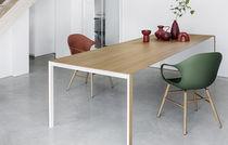 Table contemporaine / en bois / en verre / en aluminium