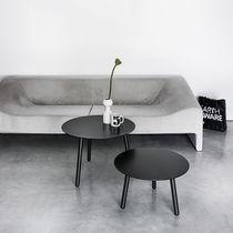Table basse contemporaine / en bois / ronde