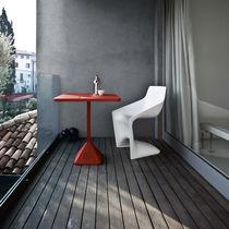 Table bistrot contemporaine / en fonte / en fer / carrée
