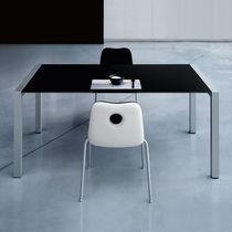 Table de réunion contemporaine / en verre / rectangulaire / à rallonge