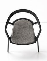 Chaise contemporaine / empilable / avec accoudoirs / en tissu