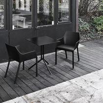Chaise contemporaine / avec accoudoirs / empilable / ergonomique