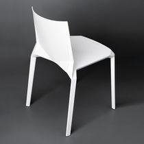 Chaise de jardin contemporaine / empilable / en plastique / pour hôtel
