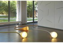 Lampe de sol / design original / en polycarbonate / en thermoplastique