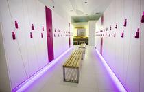 Casier vestiaire en bois / pour installation sportive / pour centre de bien-être / professionnel