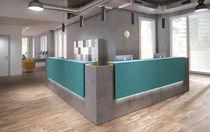 Banque d'accueil d'angle / en bois