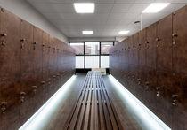 Casier vestiaire en bois / pour installation sportive / sécurisé