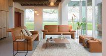 Canapé contemporain / en cuir / en tissu / 2 places