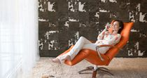 Fauteuil contemporain / en tissu / en cuir / avec repose-tête