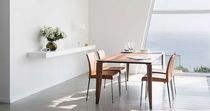 Chaise contemporaine / avec accoudoirs / en tissu / en cuir