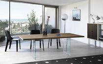 Table contemporaine / en bois / en verre / rectangulaire