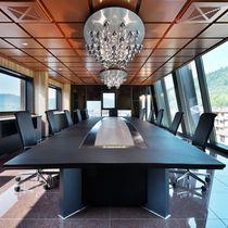 Table de conférence contemporaine / en bois / rectangulaire / avec prise de courant intégrée