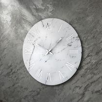 Horloge contemporaine / analogique / murale / en verre