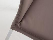 Chaise contemporaine / à dossier haut / en tissu / en cuir