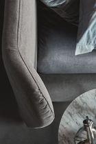 Lit double / contemporain / en tissu / tapissé