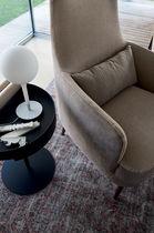 Fauteuil contemporain / en bois / en tissu / en cuir
