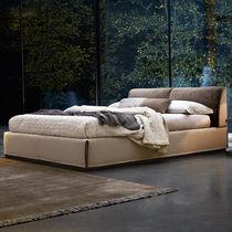 Lit double / design minimaliste / en cuir