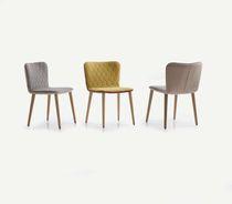 Chaise contemporaine / tapissée / en chêne