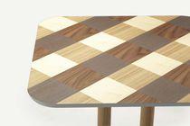 Table à manger contemporaine / en chêne / en noyer / carrée