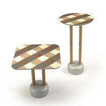 Table mange-debout contemporaine / en chêne / en noyer / en bois massif
