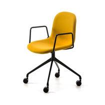 Chaise contemporaine / avec accoudoirs / tapissée / à roulettes