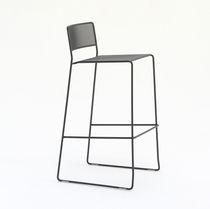 Chaise de bar contemporaine / avec repose-pieds / luge / empilable