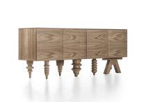Buffet design original / en noyer / par Jaime Hayon