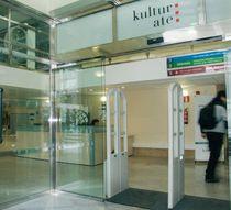Porte d'entrée / coulissante / en verre / pour établissement public