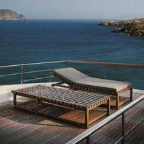 Chaise longue contemporaine / en teck / en polyester / de jardin