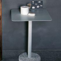 Table d'appoint contemporaine / en acier inoxydable / en pierre / carrée