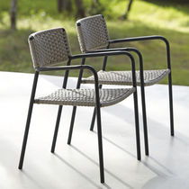 Chaise contemporaine / avec accoudoirs / empilable / en métal