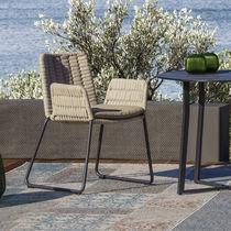 Chaise de jardin contemporaine / avec accoudoirs / luge / en aluminium