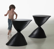 Table d'appoint design original / en fibre de verre / ronde