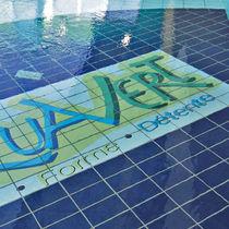 Carrelage pour plage de piscine / pour sol / en grès cérame / motif animal