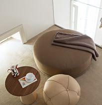 Pouf contemporain / en tissu / en cuir / rond