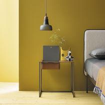 Table de chevet contemporaine / en acier peint / en cuir / rectangulaire