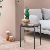 Table d'appoint contemporaine / en acier / en marbre / en polyester