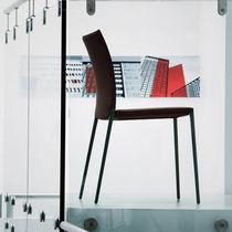 Chaise contemporaine / tapissée / empilable / avec revêtement amovible