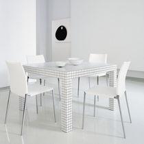 Table design Pop / en stratifié / en plastique / carrée