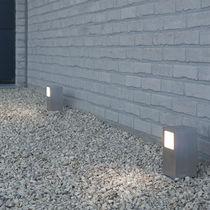 Borne d'éclairage de jardin / contemporaine / en aluminium anodisé / en verre dépoli