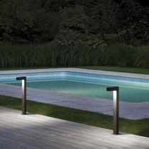 Borne d'éclairage de jardin / contemporaine / en aluminium / en acier