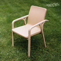 Chaise contemporaine / avec accoudoirs / en hêtre / en chêne