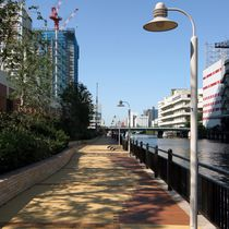 Lampadaire urbain / contemporain / en polycarbonate / en aluminium