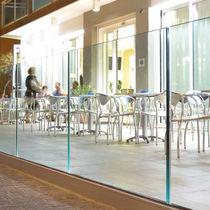 Garde-corps en verre / en métal / à panneaux / d'extérieur