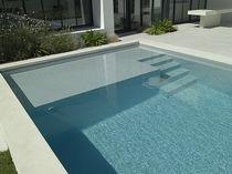 piscine beton avec plage immergee