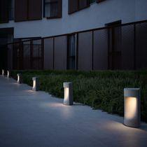 Borne d'éclairage de jardin / contemporaine / en béton / à LED