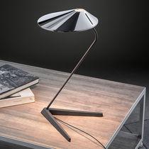 Lampe de table / contemporaine / en aluminium / en fonte