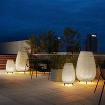 Lampe de sol / contemporaine / en aluminium / en polyéthylène