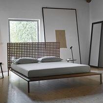 Lit double / contemporain / avec tête de lit / en noyer