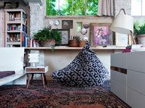 Table d'appoint contemporaine / en noyer / carrée / avec tiroir